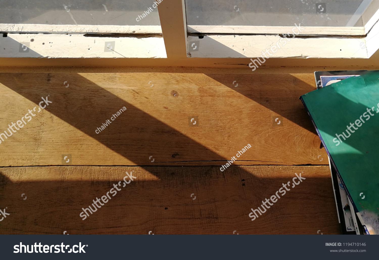 3 Ways to Distress Wood - wikiHow