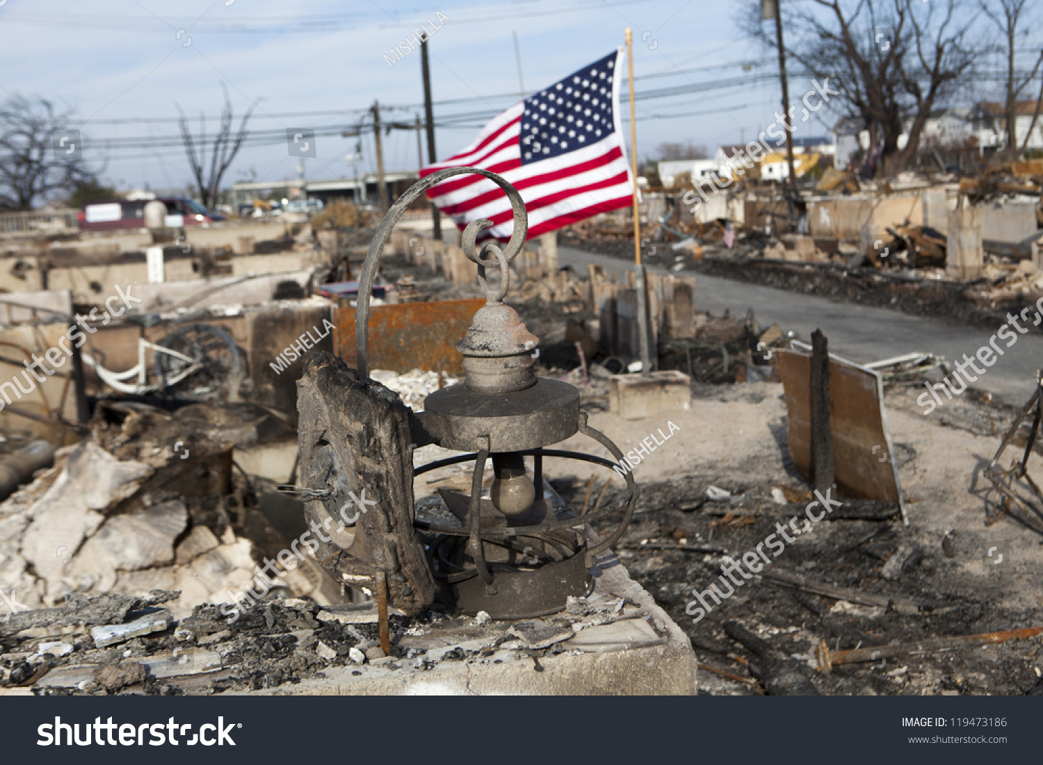 Homes burn as Skirball wildfire rage in ritzy Los Angeles ...