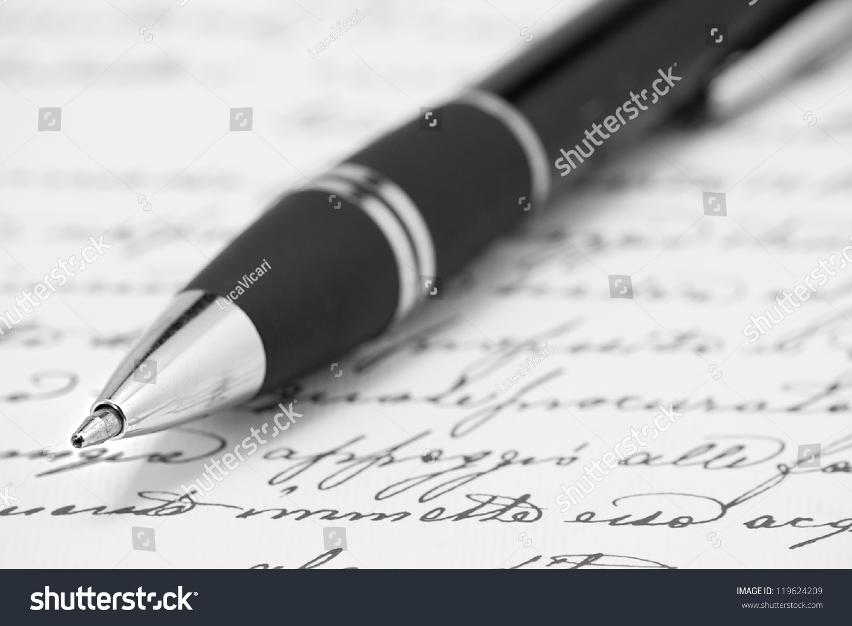 Pens to write on black paper
