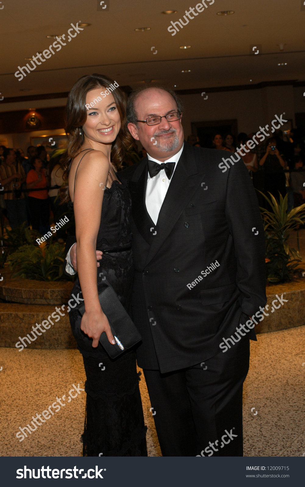 olivia wilde salman rushdie arrive white stock photo  olivia wilde and salman rushdie arrive at the white house correspondents dinner 26