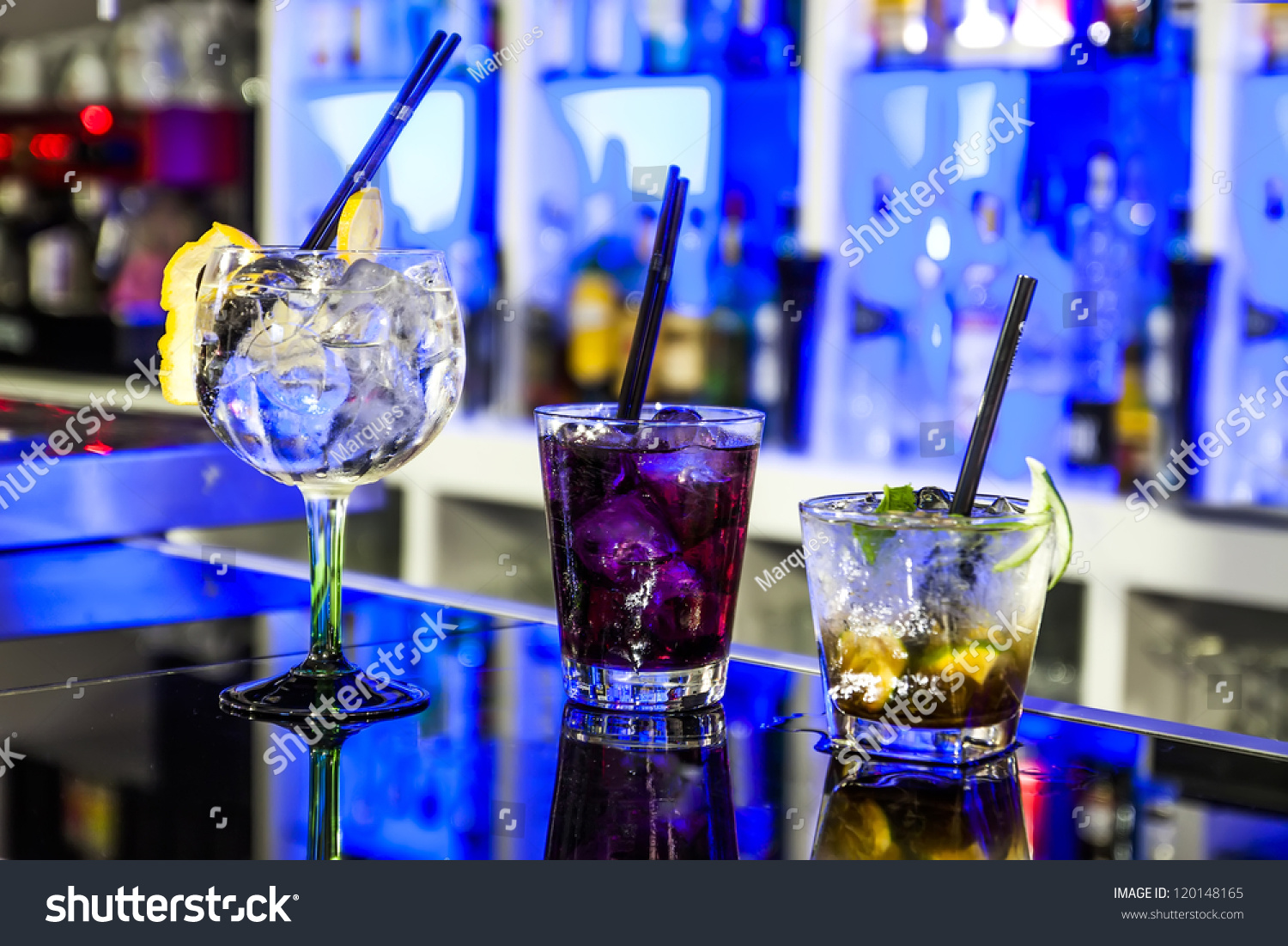 three cocktail in the pub stock foto 120148165 shutterstock. Black Bedroom Furniture Sets. Home Design Ideas
