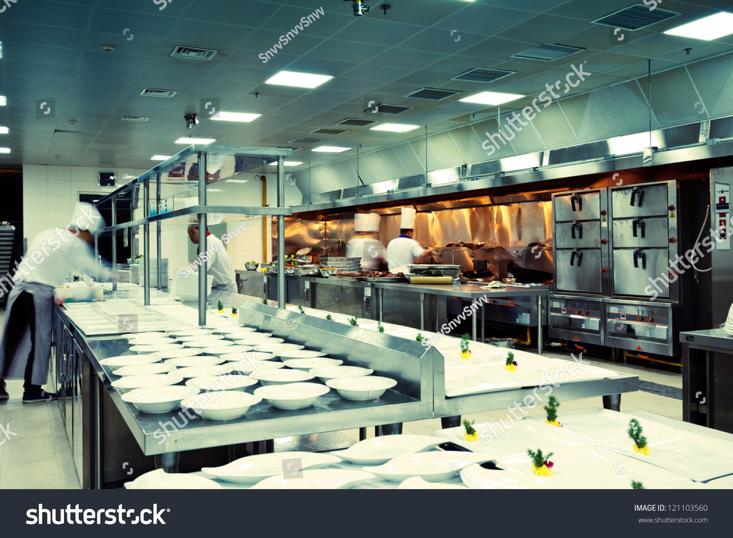 Motion chefs of a restaurant kitchen fotka 121103560 for V kitchen restaurant