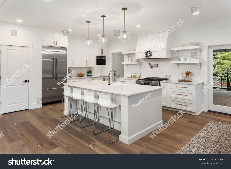 Beautiful White Kitchen New Luxury Home Stockfoto Jetzt Bearbeiten