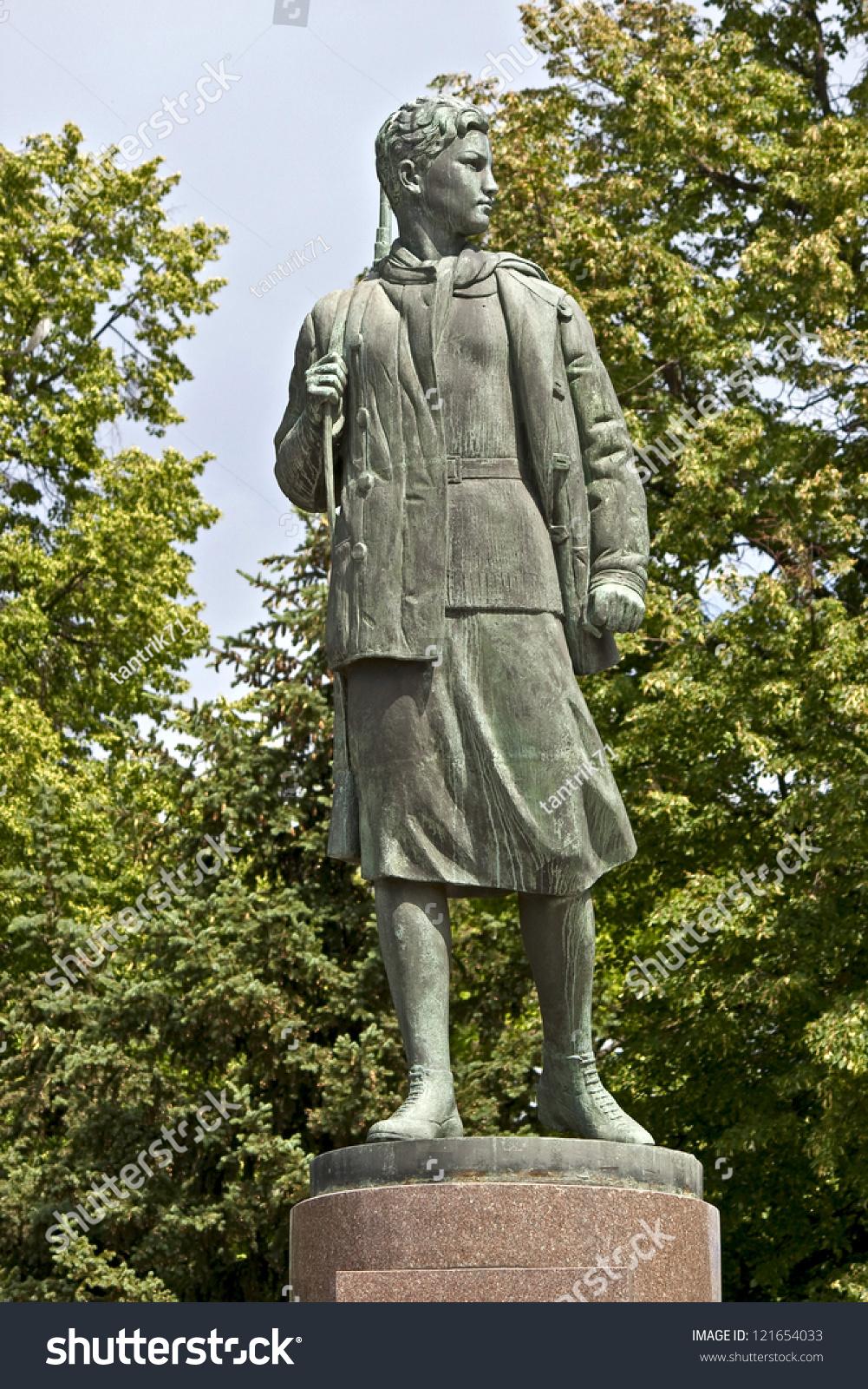 Soviet memorial dedicated to cosmonauts from kaliningrad - Monument Of Zoya Kosmodemyanskaya 1923 1941 Soviet Partisan Hero Of Soviet