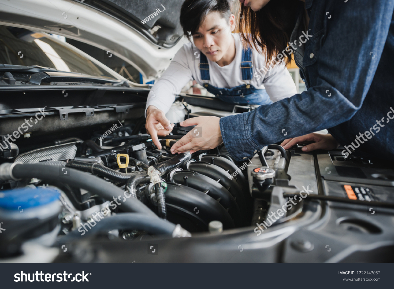 Reliable Auto Mechanics >> Reliable Auto Mechanic Talking Female Customer Stock Photo