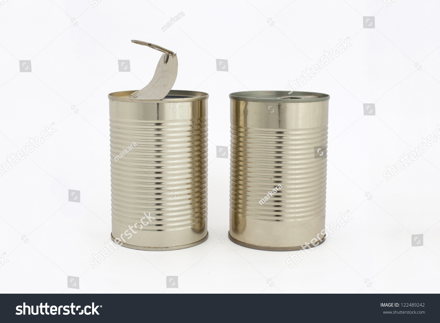 Opened and closed aluminum food tin cans isolated on white for Aluminum cuisine