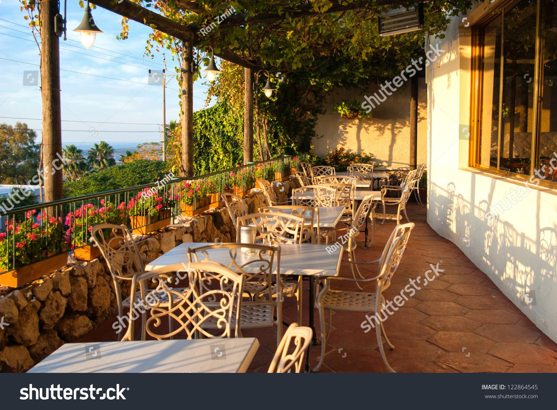 Romantic mediterranean european style cafe bistro for Restaurants with balcony