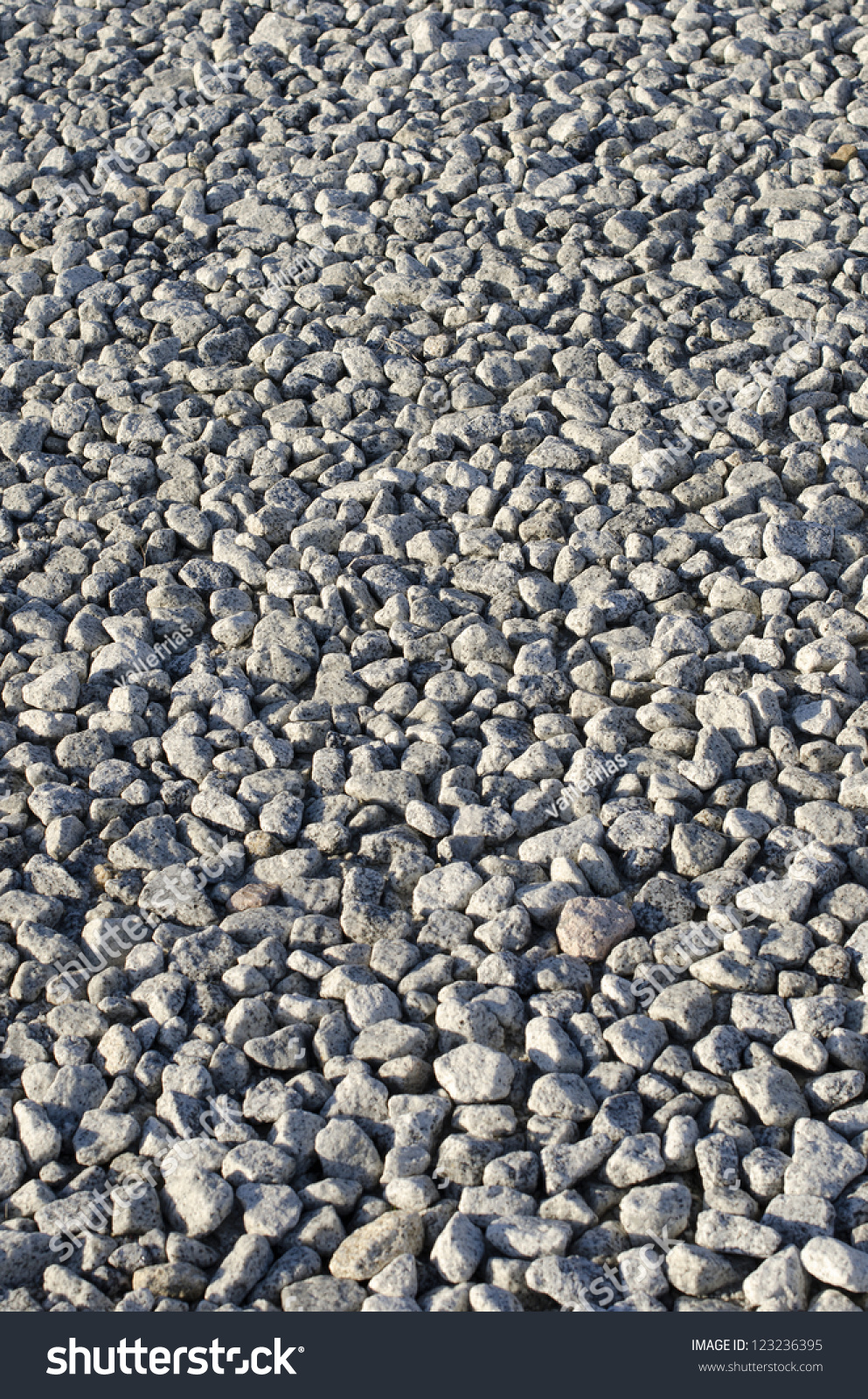 Marble Small Block : Small irregular blocks of granite placed in the bed a