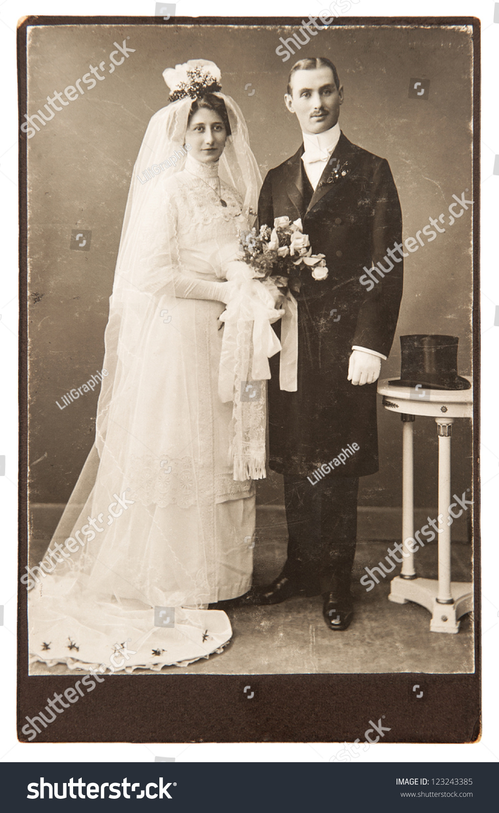 Vintage Just Married Couple in car Digital Printable DIY  Vintage Just Married