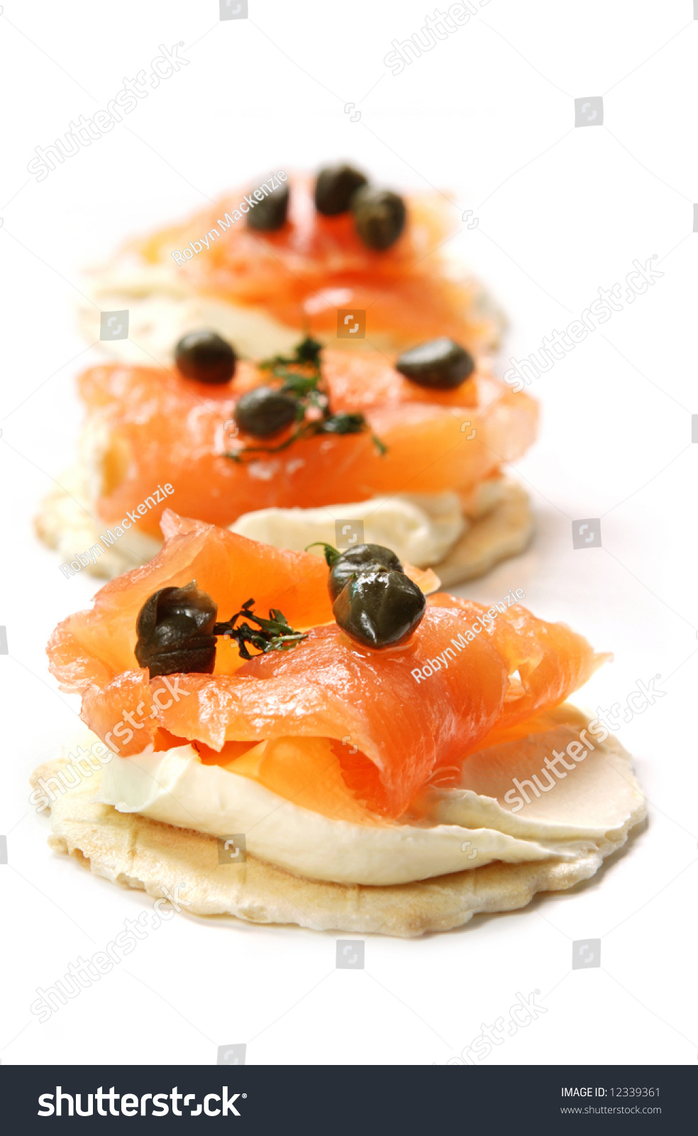 Canapes with smoked salmon cream cheese and capers for Smoked salmon cream cheese canape