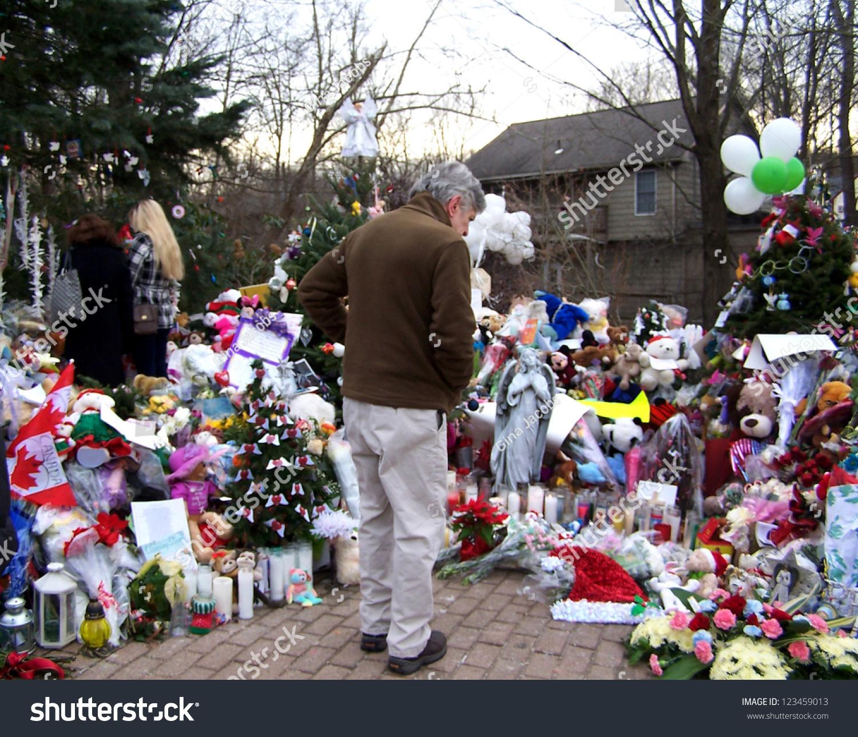 Sandy Hook Shooting Massacre At Connecticut Elementary: December 14: School Shooting Memorials