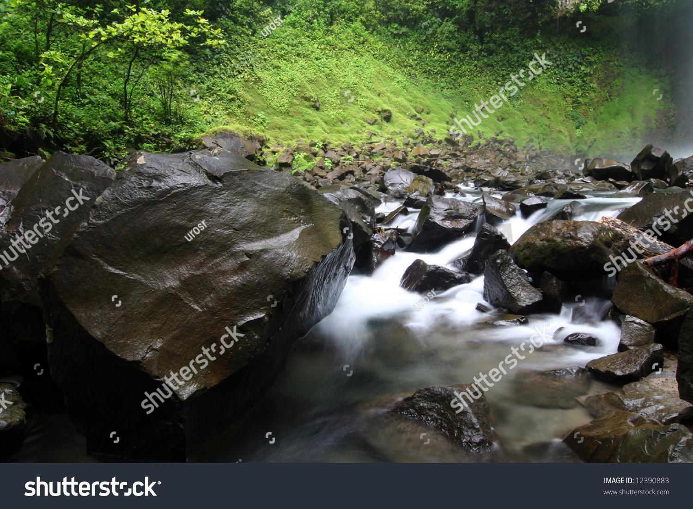 Surrounding environment of famous waterfall la fortuna for Waterfall environment