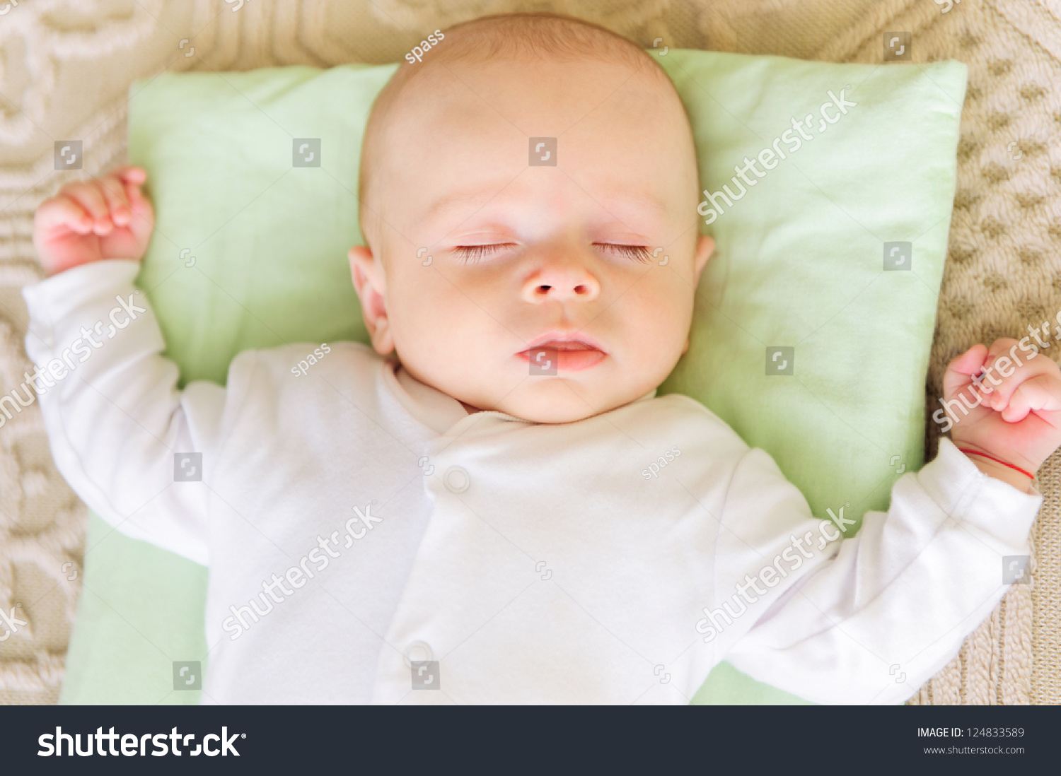 Baby bed and pillow - Cute Newborn Baby Sleeping In Bed On Pillow