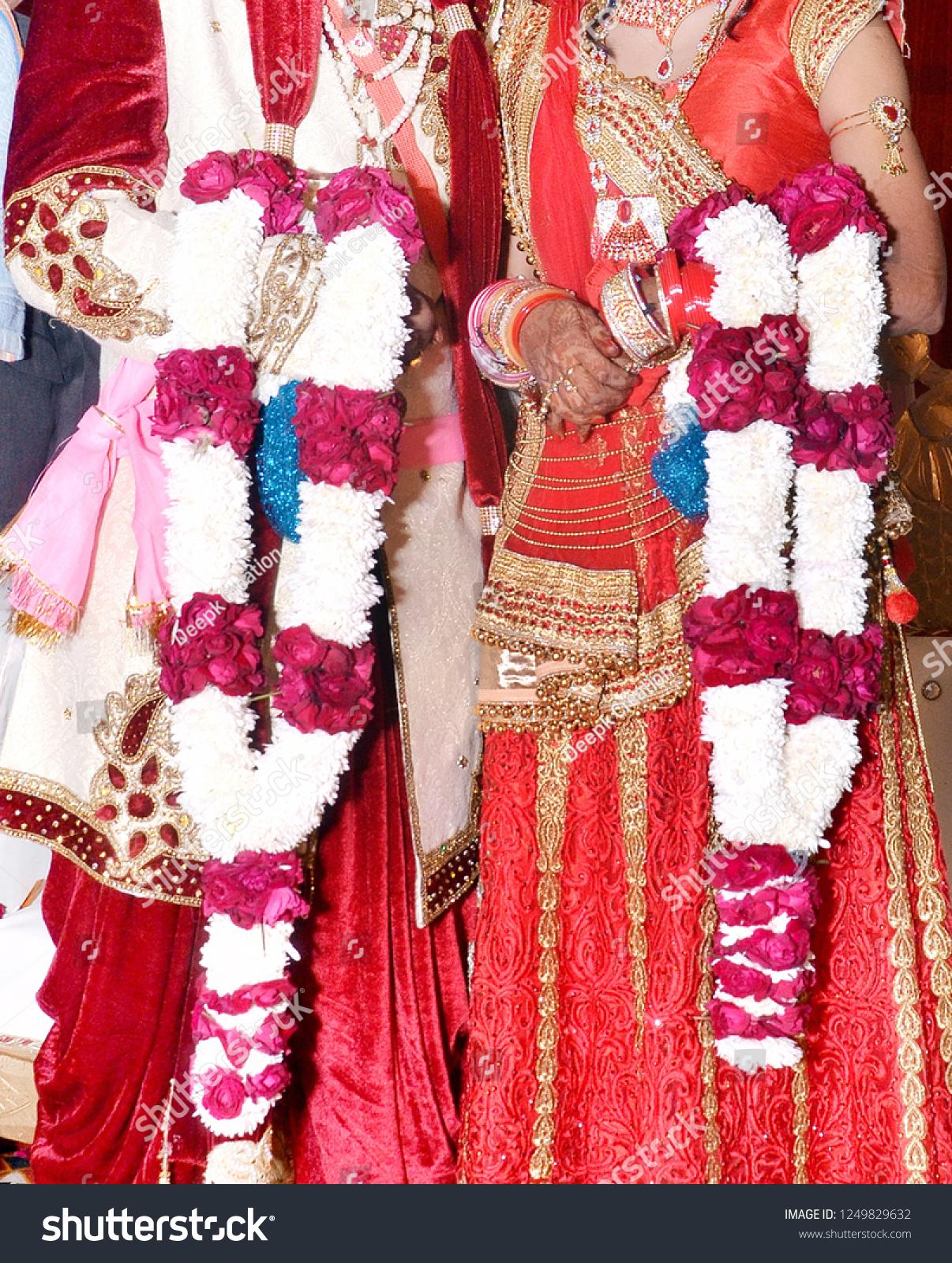 Bride Groom Indian Wedding Garlands Jaimala Stock Photo Edit Now 1249829632