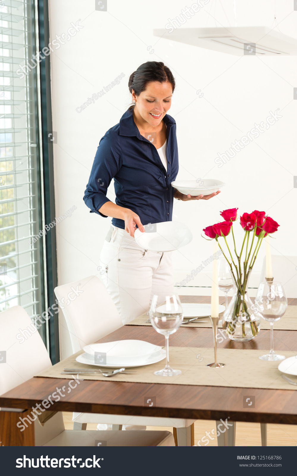 Pretty woman setting table dining room preparing plates for Pretty html table