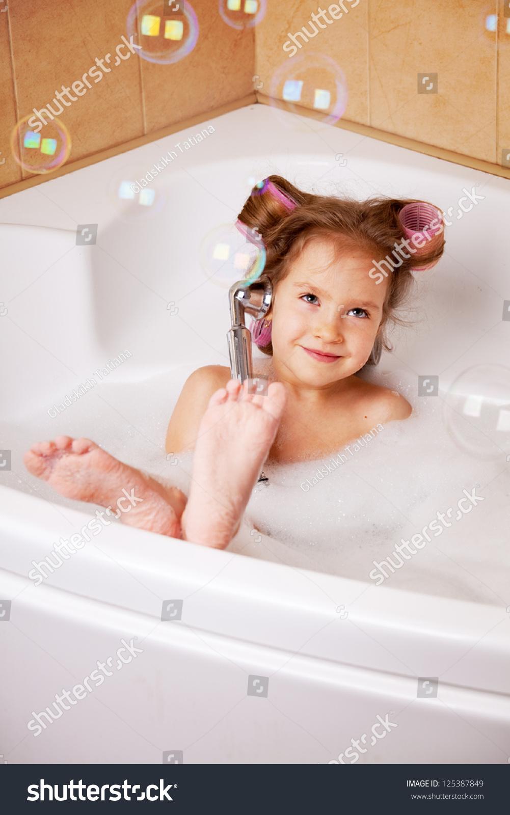 Фото девочек в ванной крупно 17 фотография