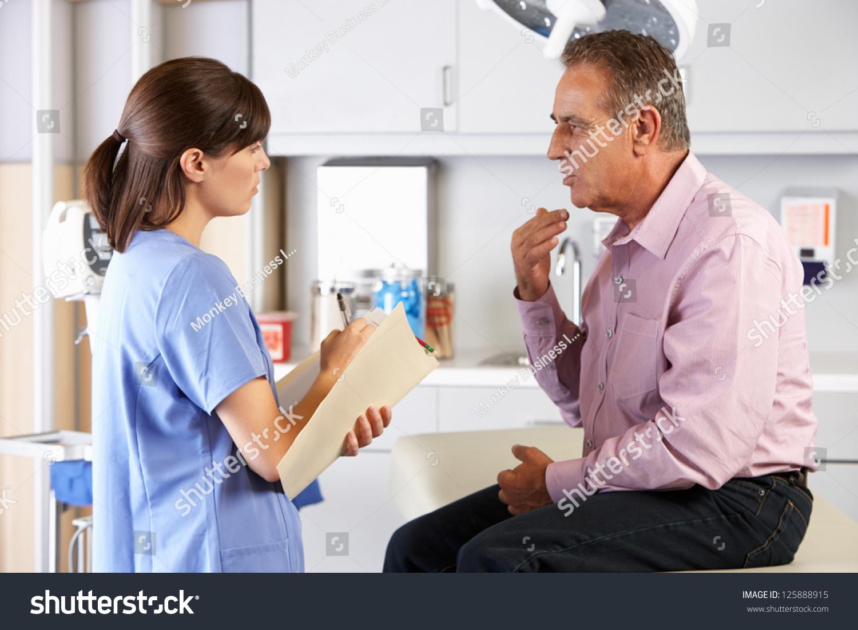 Русская медсестра пришла к пациенту 1 фотография