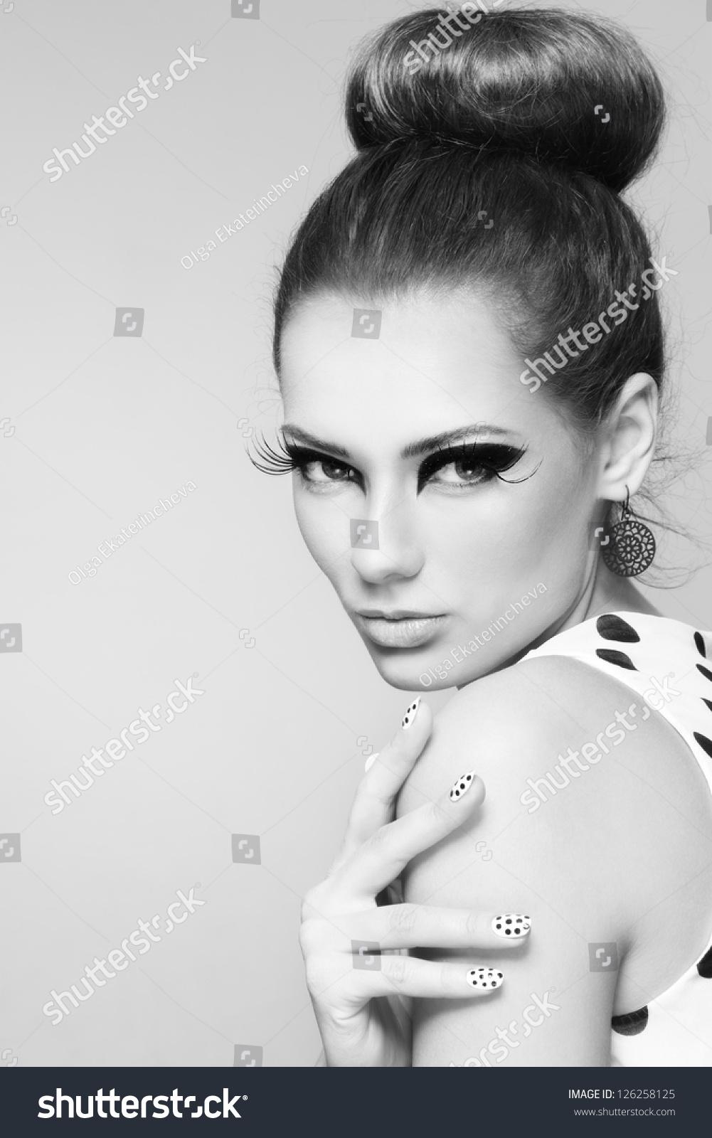 Black White Portrait Young Beautiful Girl Stock Photo 126258125 - Shutterstock-3696