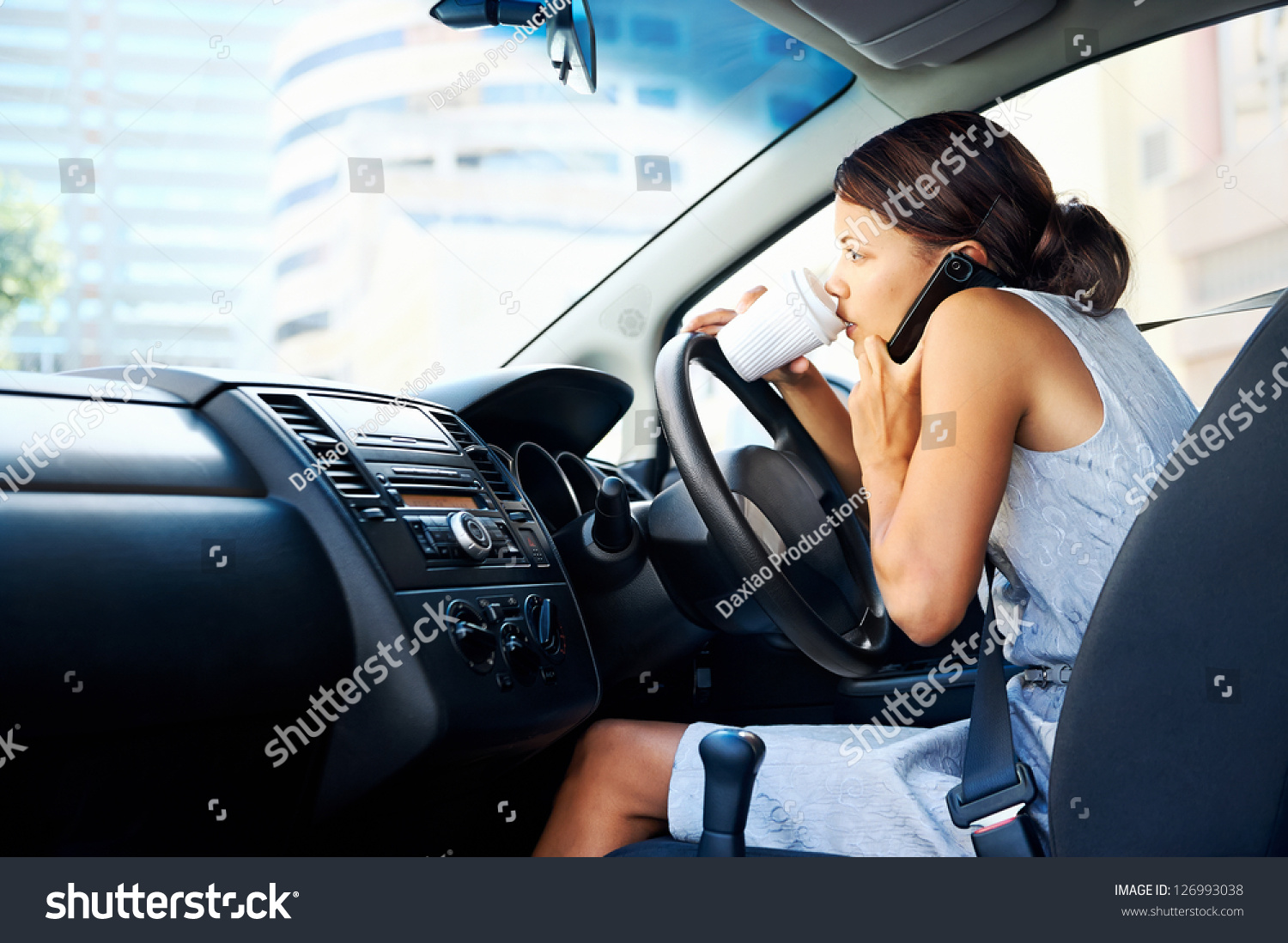 multitasking while driving Drivers know it's dangerous to text but do it anyway maybe worse, some believe they can multitask while driving.