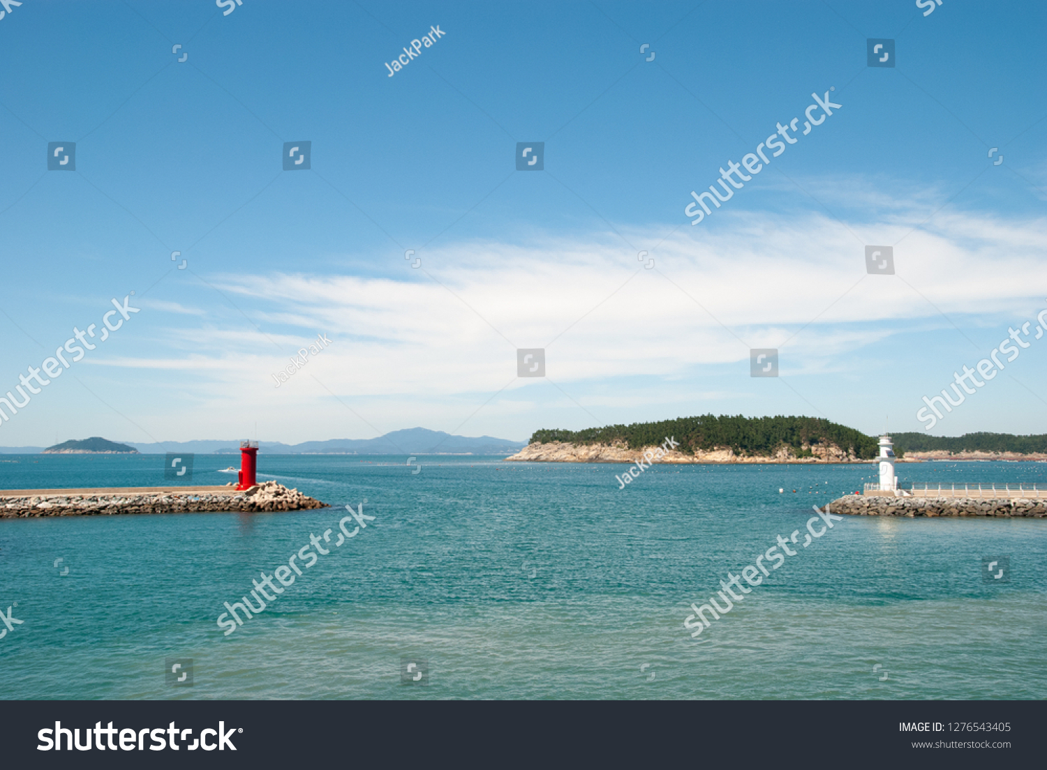 Republic of Korea, Jeollanam-do Wando-gun Cheongsando Island is facing the red lighthouse and the white lighthouse of the breakwater. #1276543405