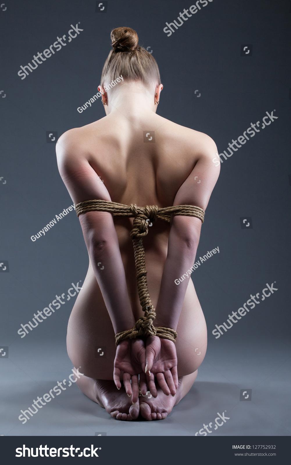 Связаная голая женщина 25 фотография