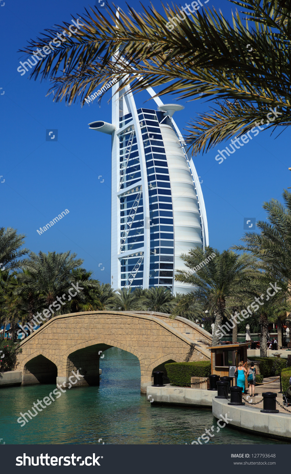 Dubai uae january 25 the grand sail shaped burj al for The sail hotel dubai