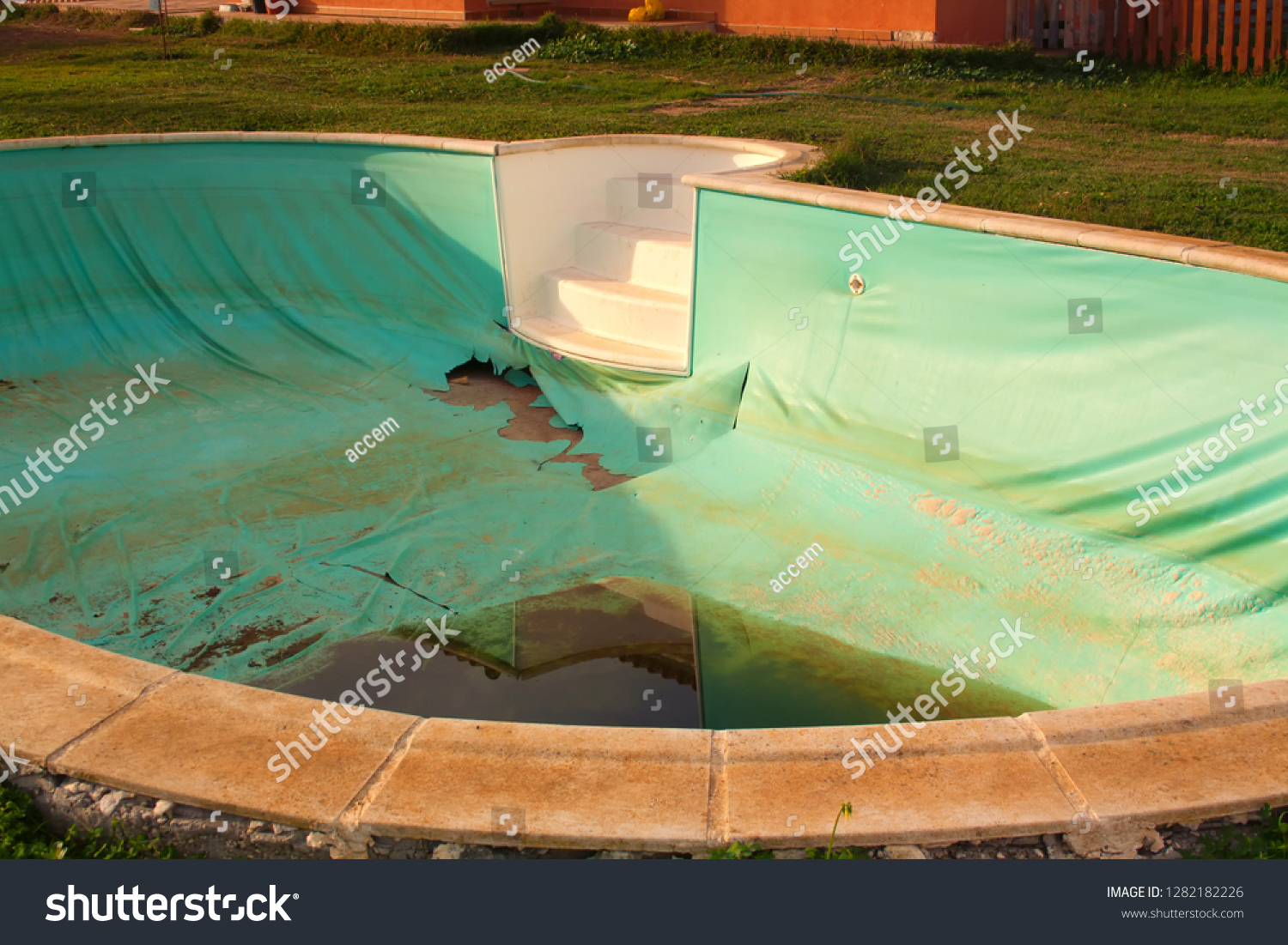 Old Abandoned Swimming Pool Dirty Water Editar Agora Foto Stock 1282182226