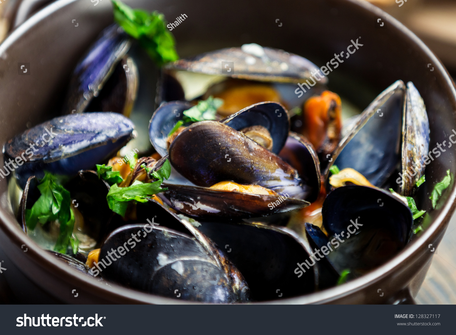 Cooked Mussels With Garlic And Parsley Stock Photo 128327117 ...