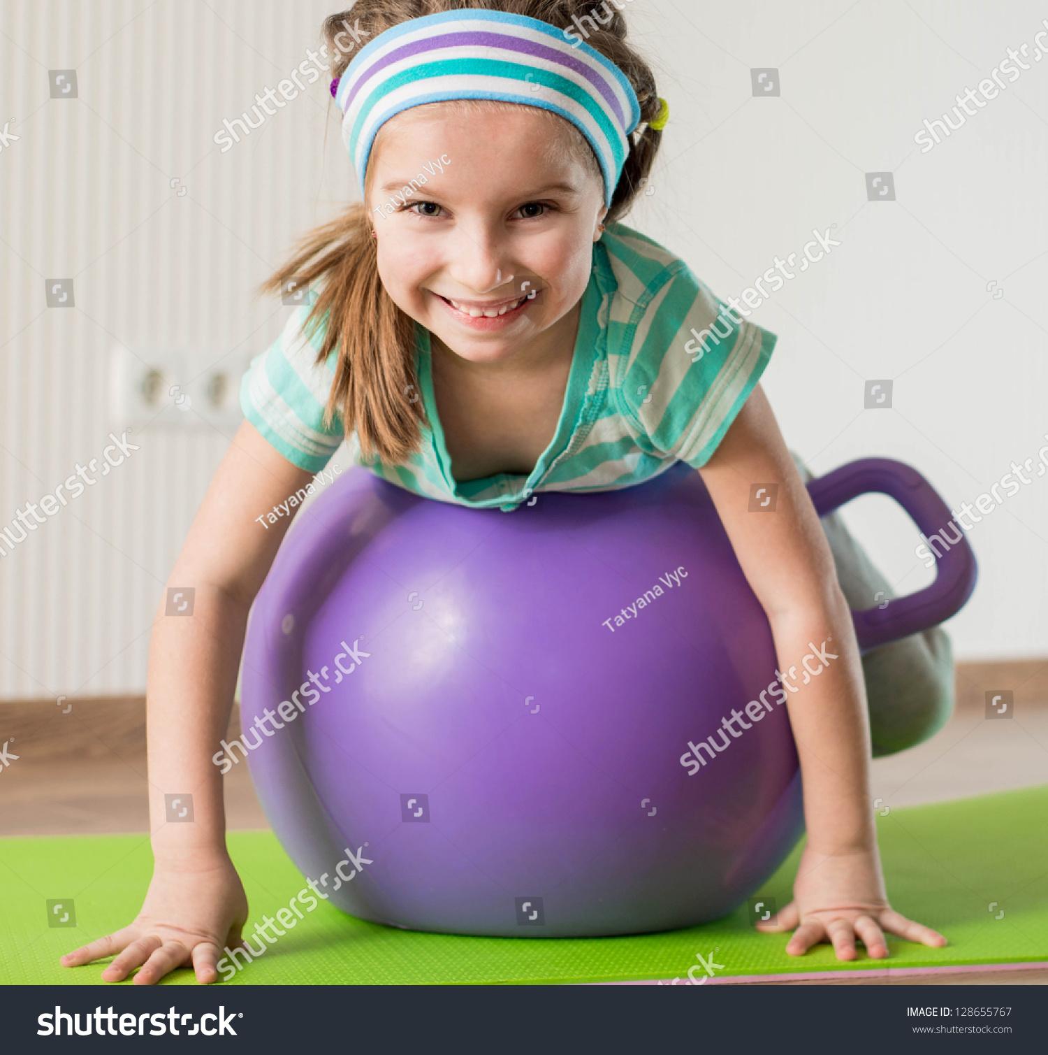 活动的硬度在家健身球-教育,娱乐/运动微笑-海女孩女生图片