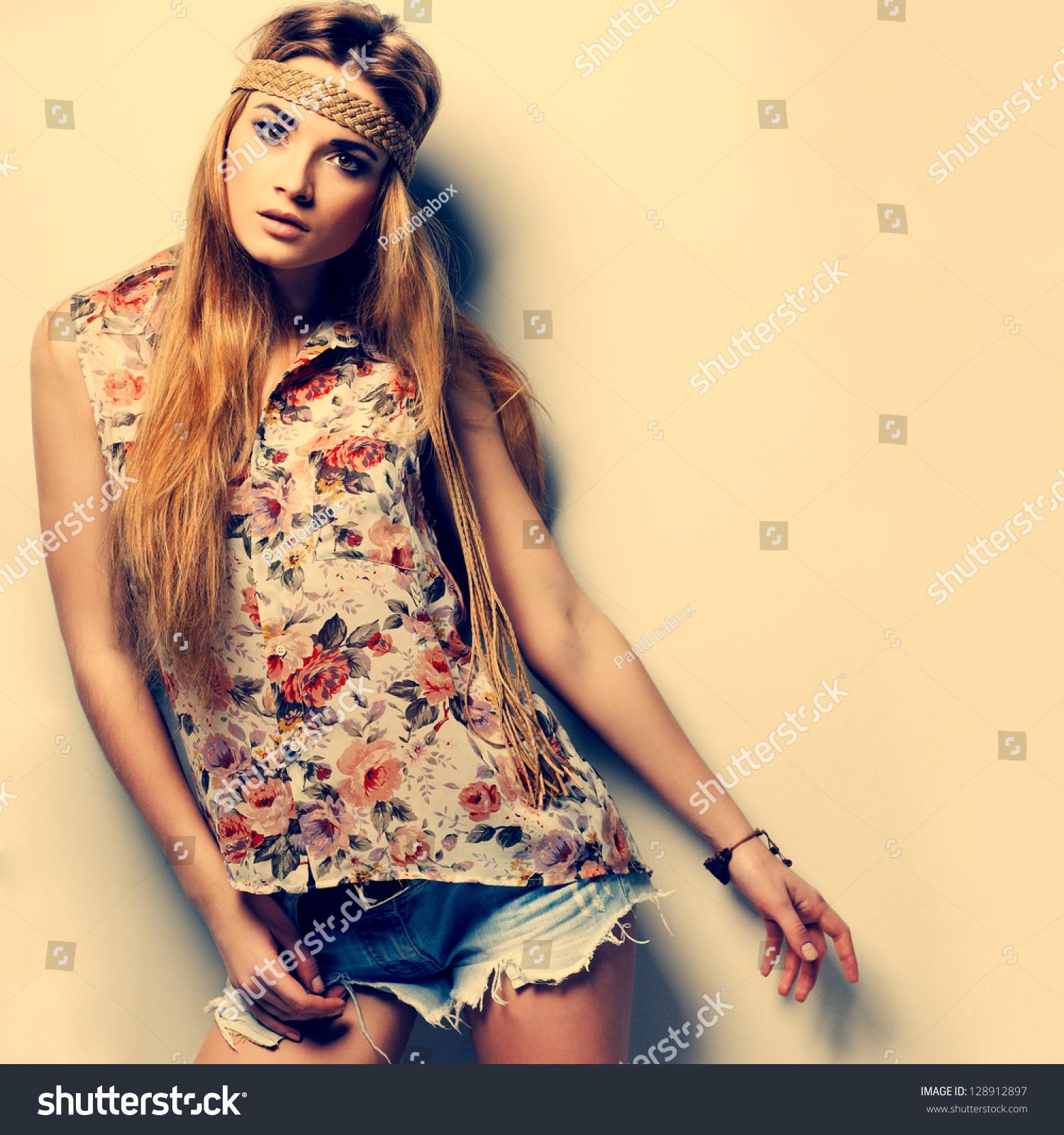 Photo Beautiful Girl Fashion Style Vintag Stock Photo 128912897 ...