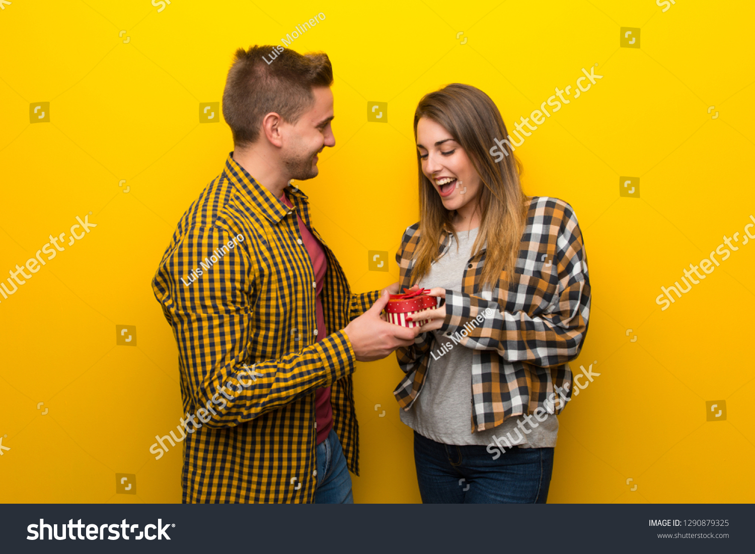 Couple Valentine Day Holding Gift Box People Beauty
