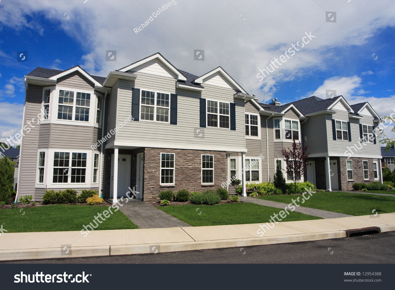 Row of new town homes waiting for occupancy stock photo for Newtown builders