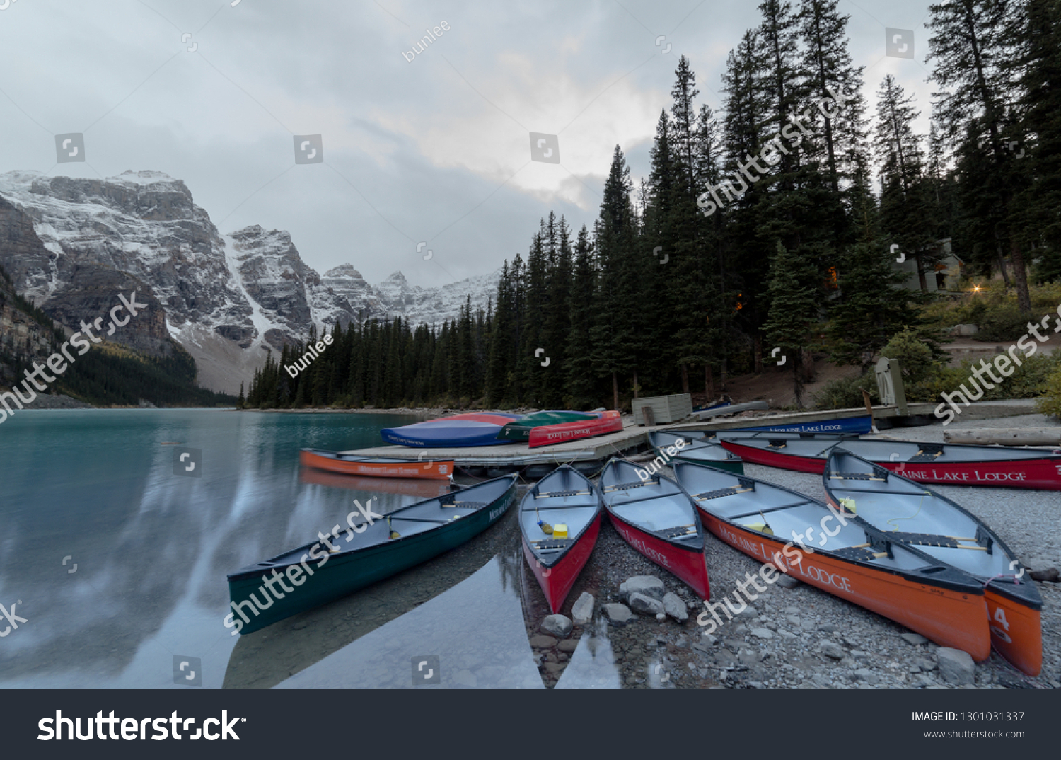 Banff Alberta September 2017 Canoes Moraine Nature Parks