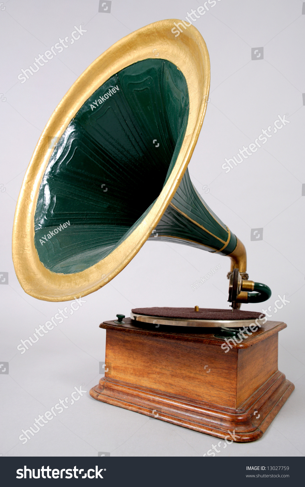 Retro vinyl player stock photo 13027759 shutterstock - Lecteur vinyle retro ...