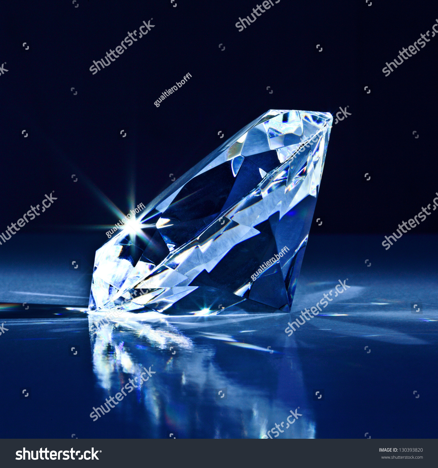 shape gemstone lighting light macro sphere photography circle cut photo mineral forever expensive laser free round en jewel diamond glisten sparkler carbon luxury carat darkness reflection images allotrope royalty sunlight brilliant sparkle hard