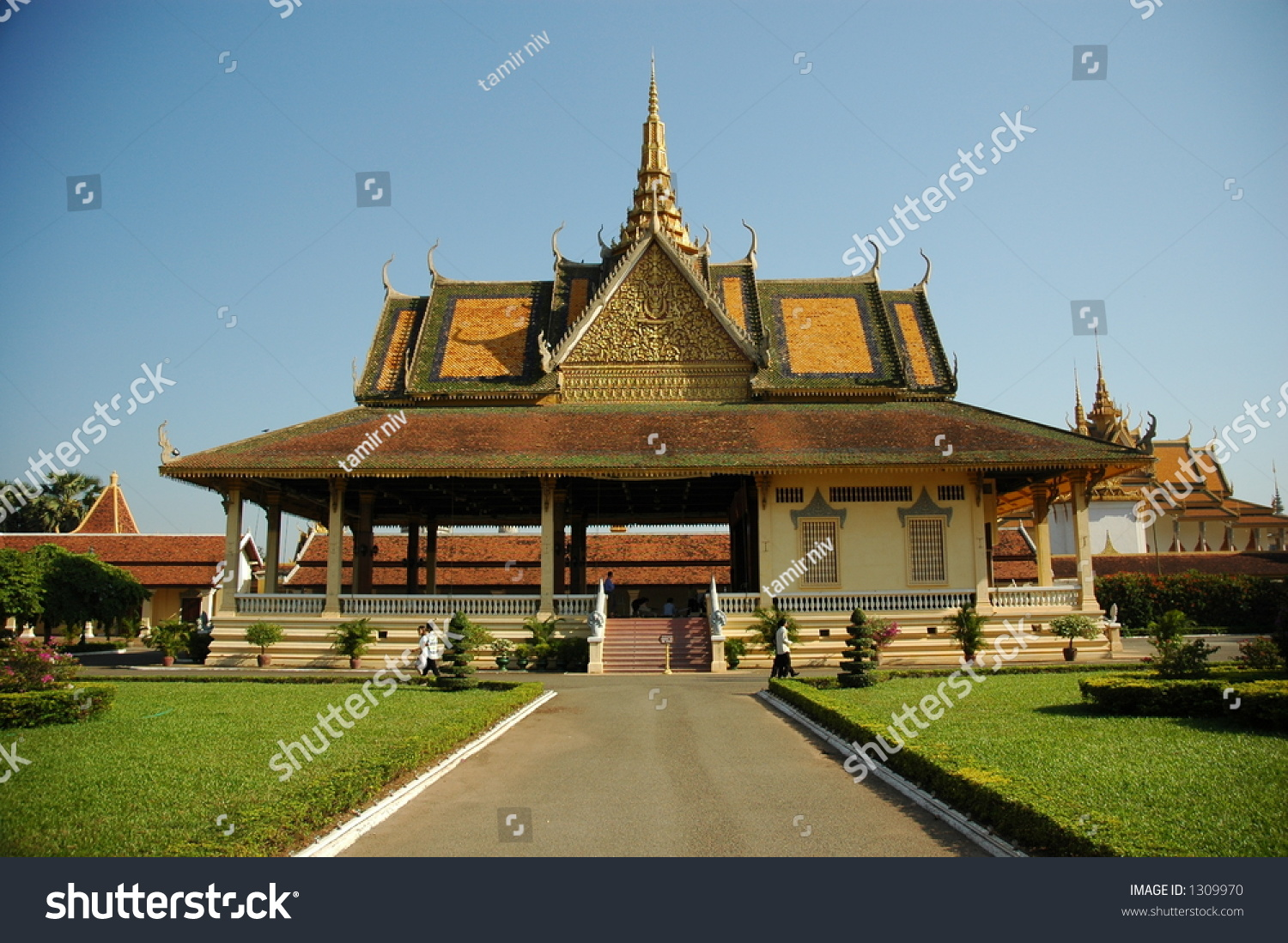 Cambodian architecture stock photo 1309970 shutterstock for Architecture khmer