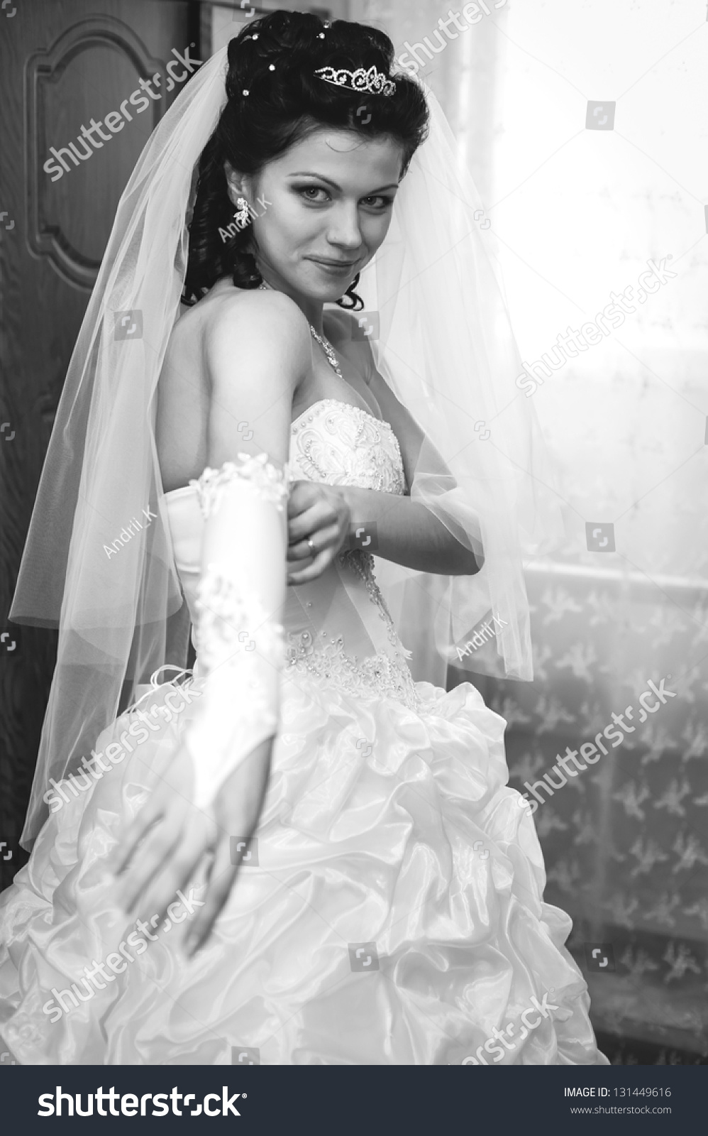 Useful idea young beautiful bride preparing and what