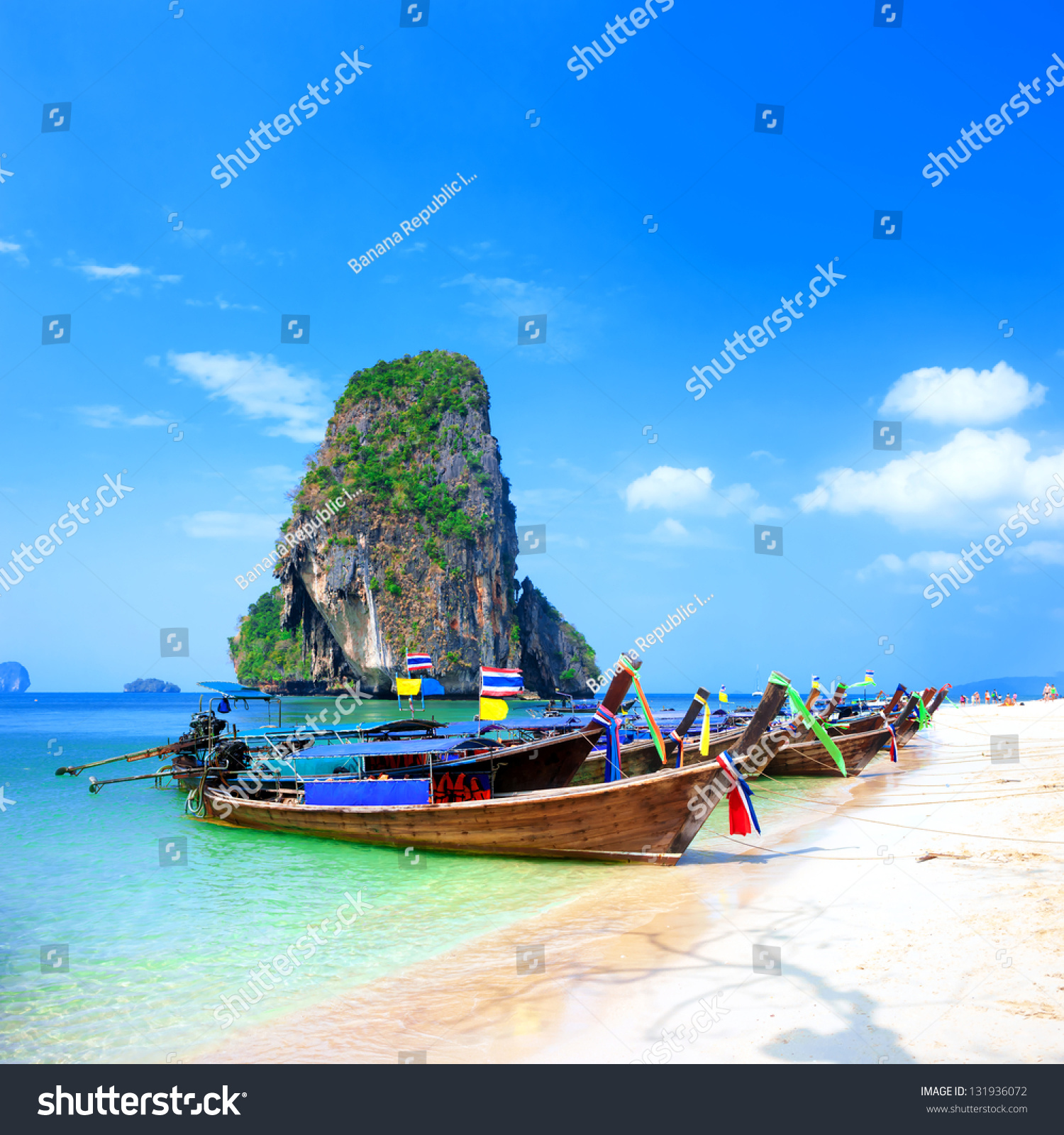 the natural scenery of the journey tourism essay In summary:  its attractions include the natural beauty of rainforests, islands and  beaches as well as the  profits leak back to the north through tour companies,  plane tickets, foreign-owned accommodation and use of non-local supplies.