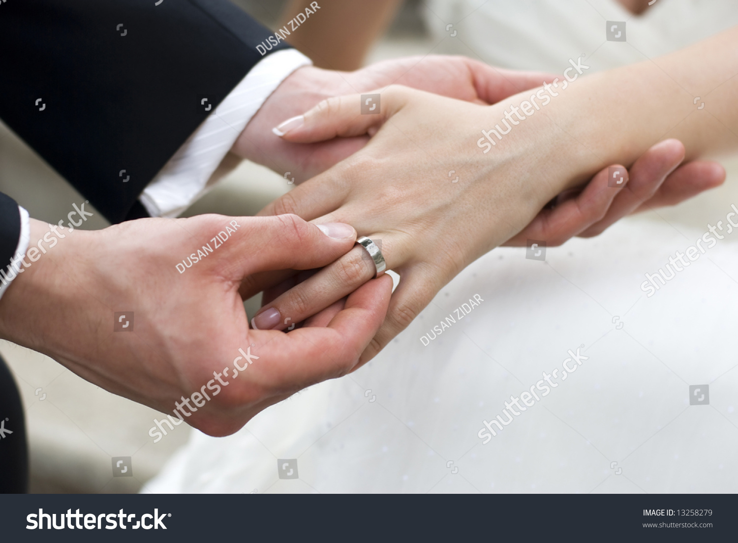 Which Hand To Put The Wedding Ring