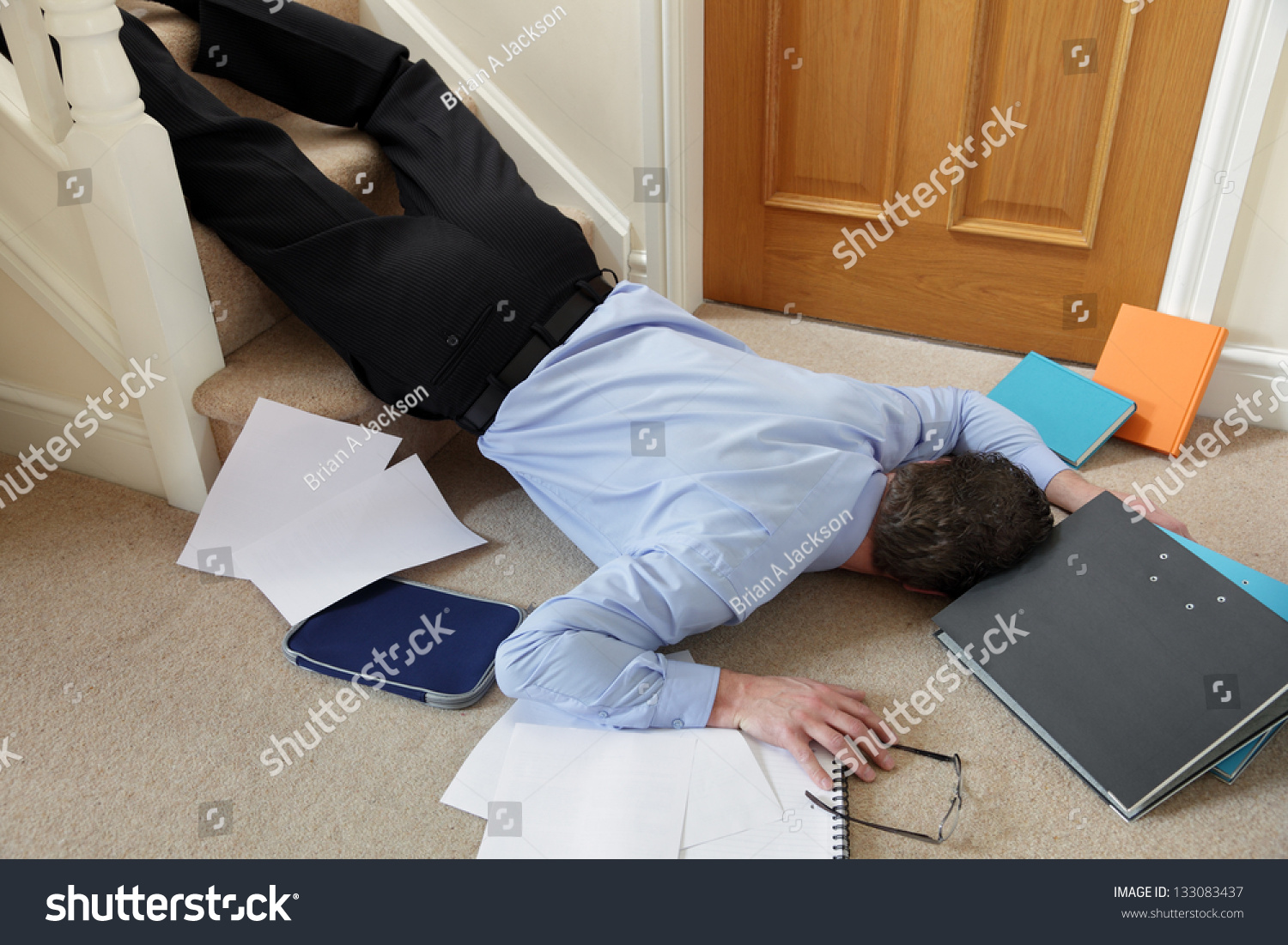 Business man falling down the stairs in the office concept for accident and insurance injury - Office outs onder de trap ...