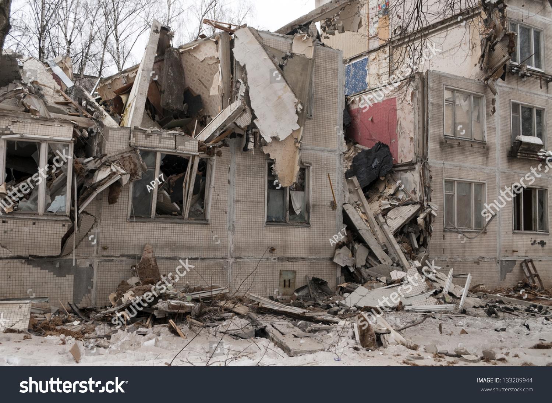Pile Of Building Debris : Destroyed building pile debris stock photo