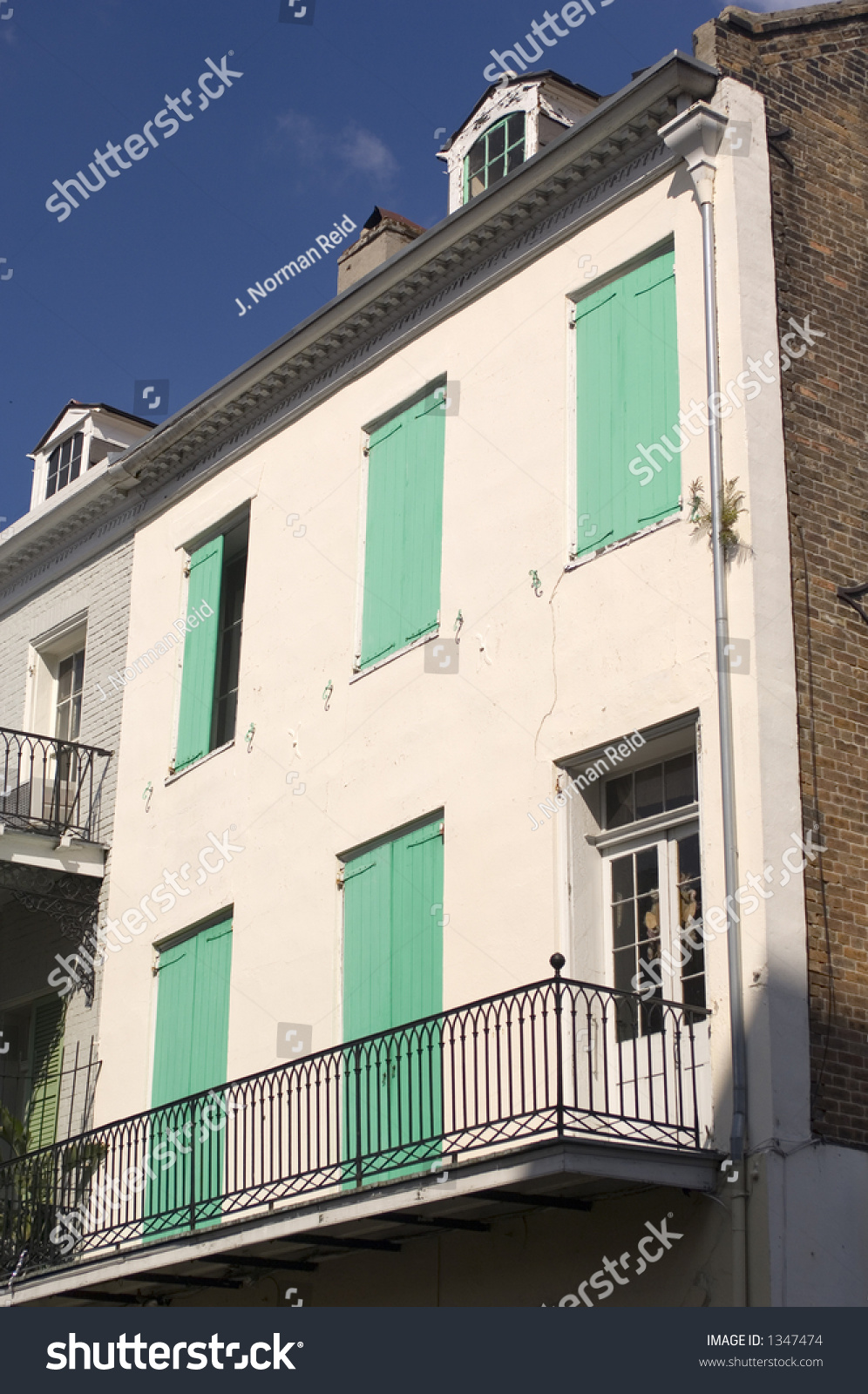 Building with balcony chartres st new orleans la for Building balcony