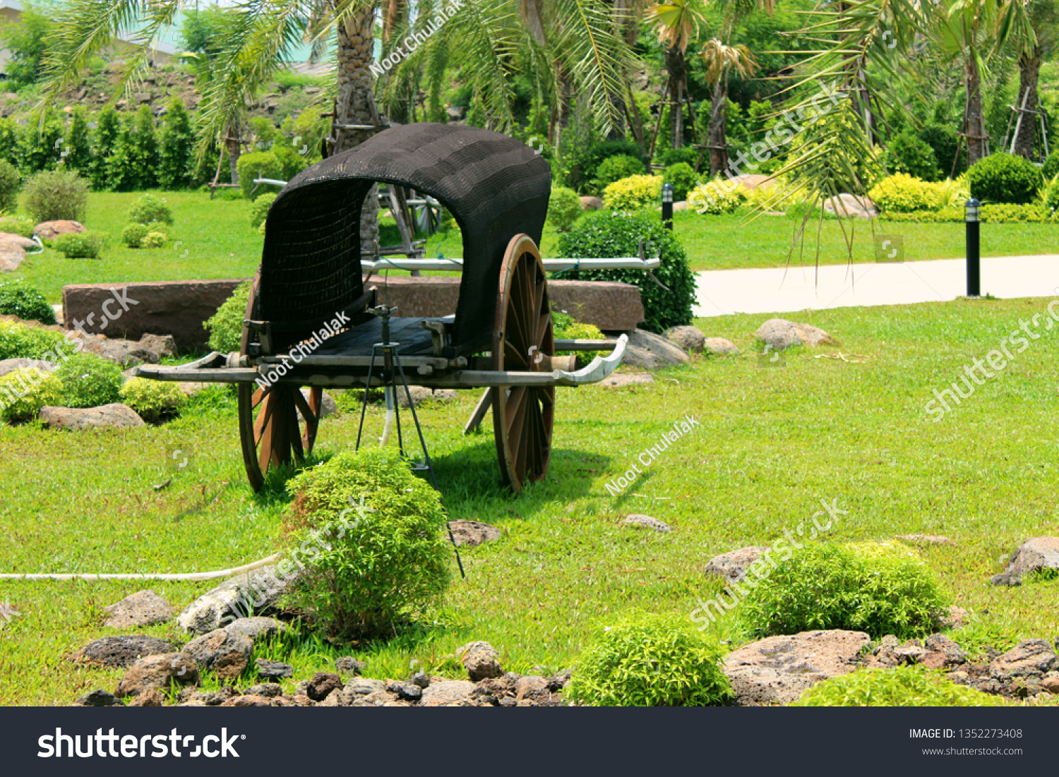 Antique Cart Wheel Antique Wagon Wheel Stock Photo Edit Now 1352273408