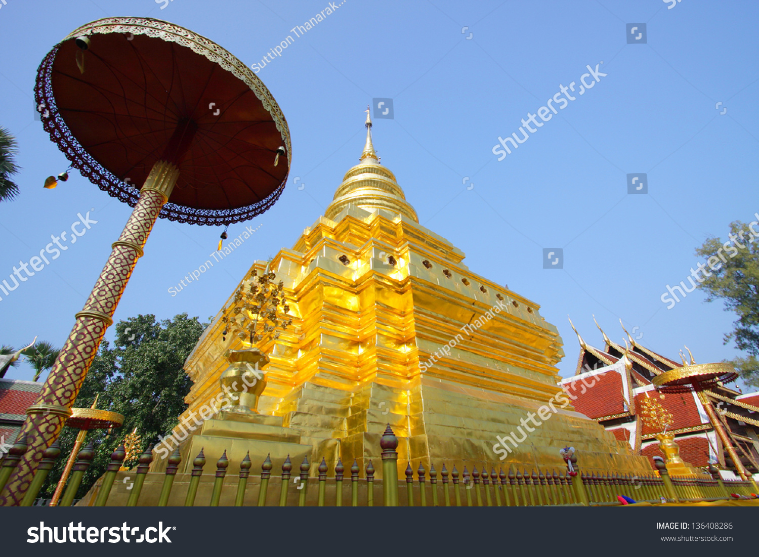Chom Thong Thailand  city photos gallery : Golden Pagoda Phra That Si Chom Thong Temple , Chiangmai, Thailand ...