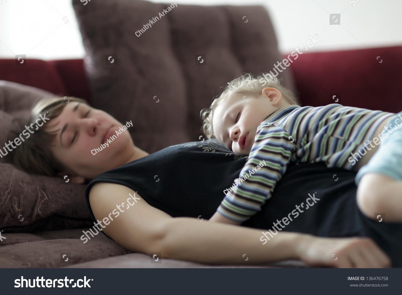Пьяную мать трахнул, Мама пьяная -видео 24 фотография