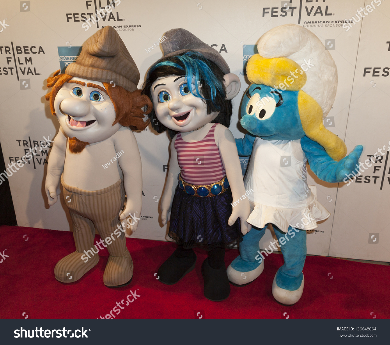Photo De Stock De New York April 27 Smurf Characters Modifier