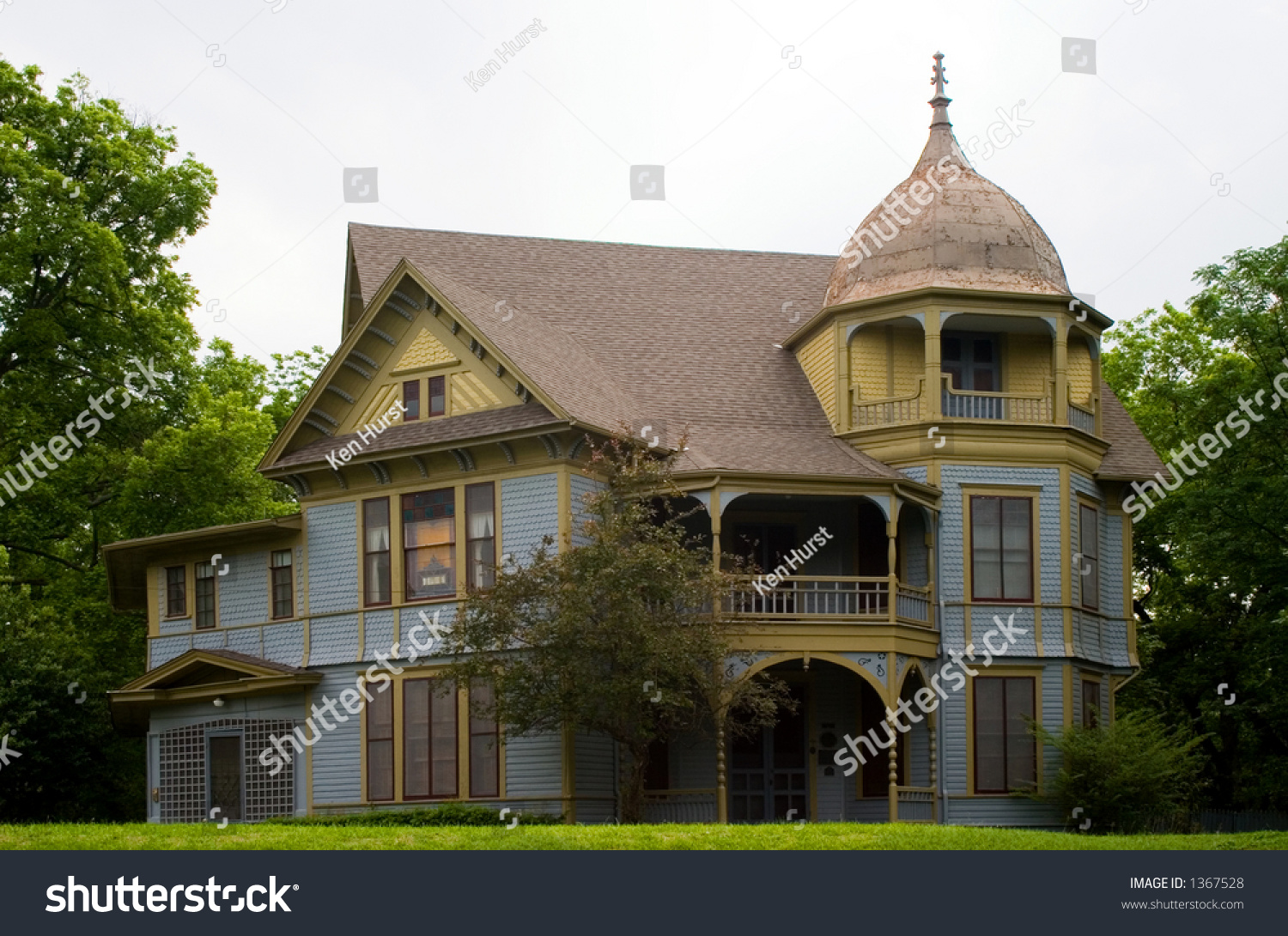 Gothic Victorian Style House Stock Photo 1367528 - Shutterstock