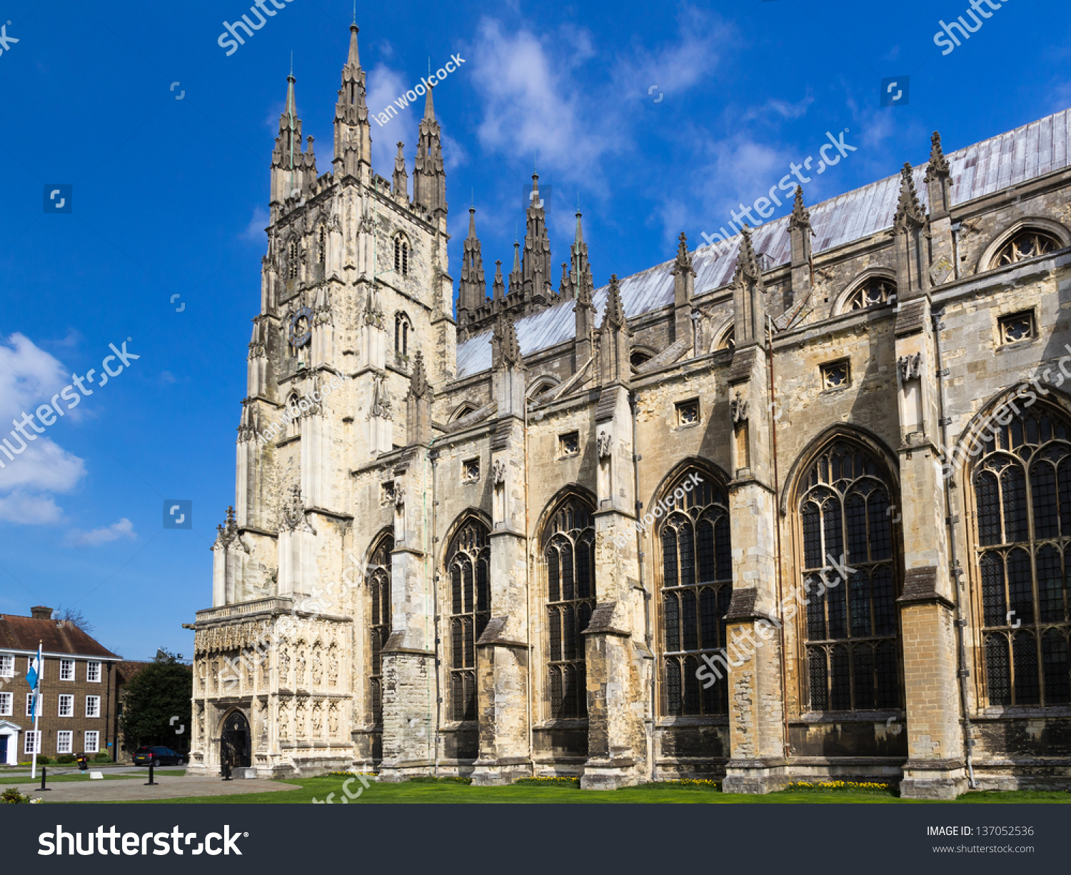 gothic style in britain essay The gothic novel took shape in england around 1790-1830, although its roots  can be found much earlier in writing dating back to the middle.