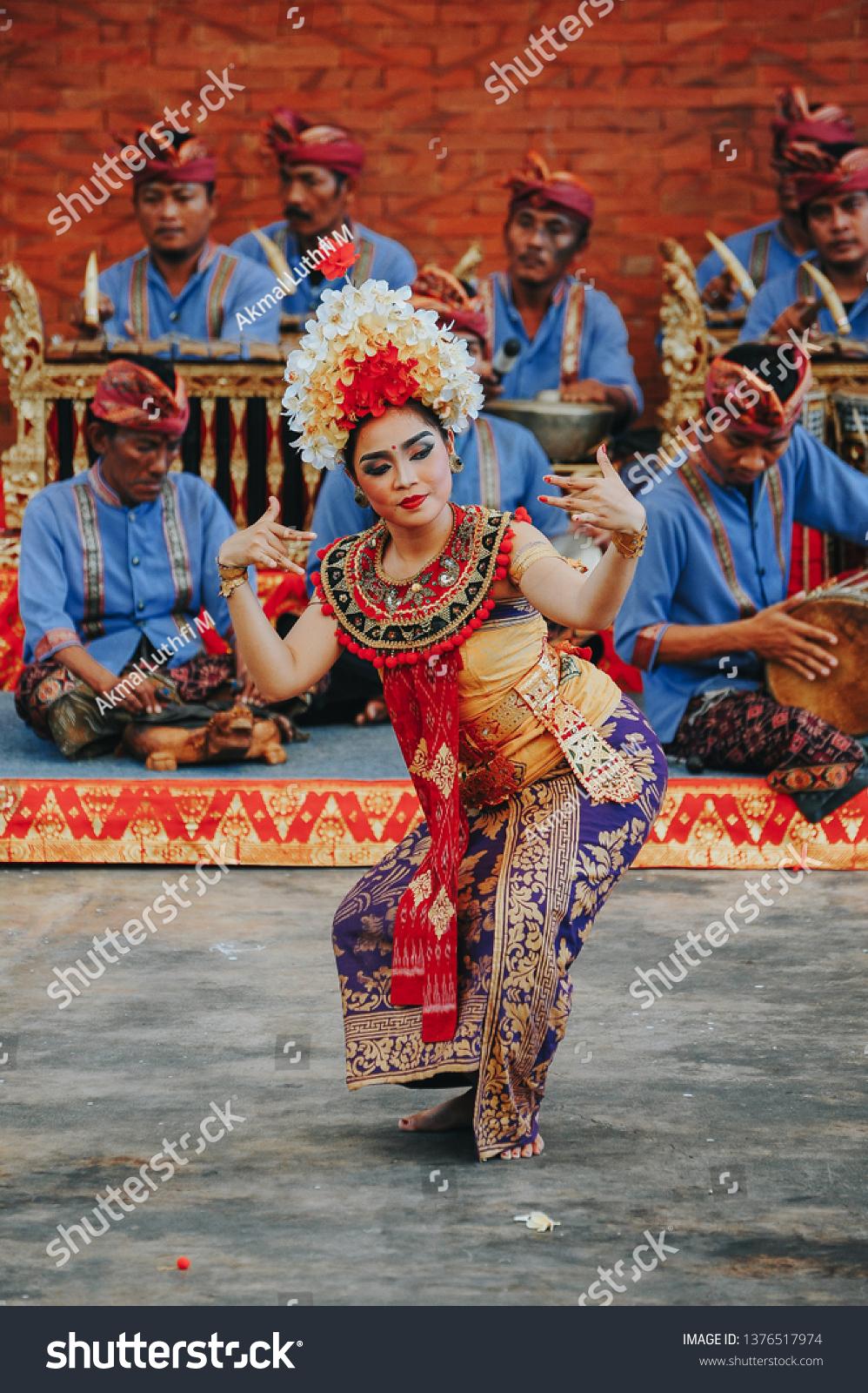 tari barong bali may 18 2017 people stock image 1376517974 https www shutterstock com image photo tari barong bali may 18 2017 1376517974