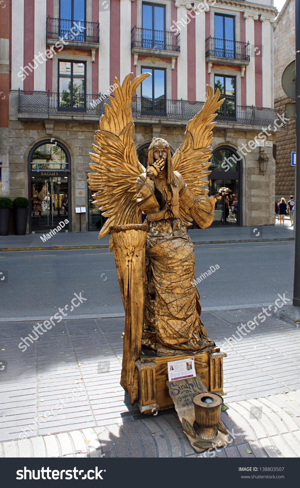 Barcelona May 29 Street Performer Imitating Statue
